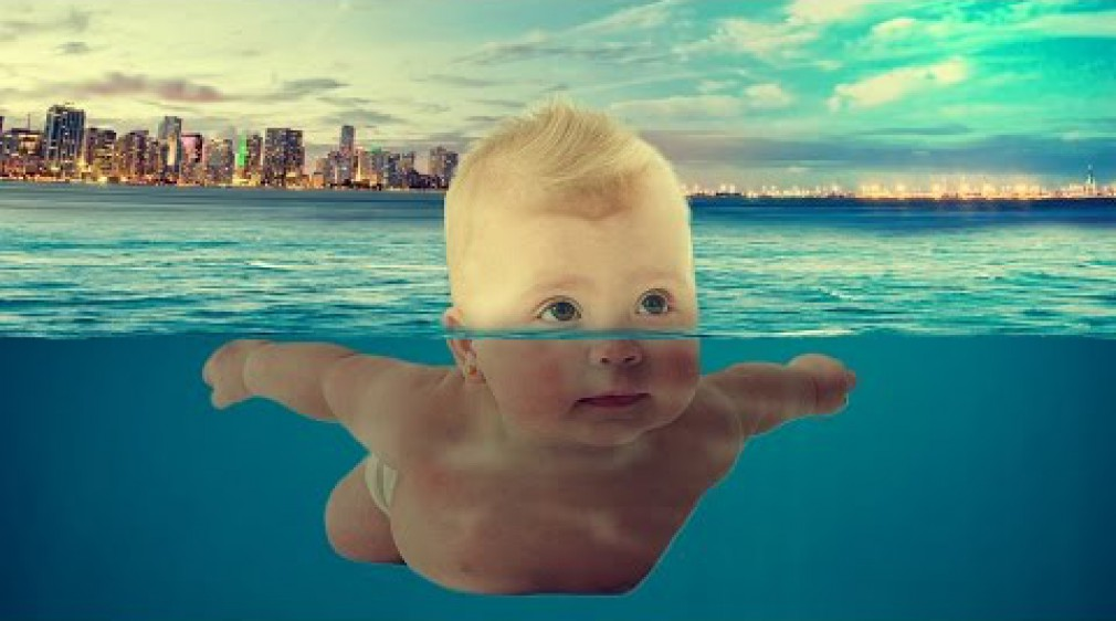 สอน Photoshop : Photoshop Manipulation Tutorial - Baby Swimming At Sea